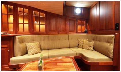 Aaltje Engelina Lounge in the front starboard