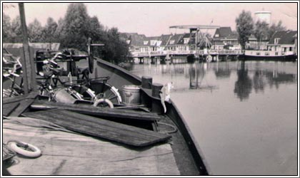 1968 sailing through Dokkum to permanent mooring place the barge